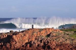 Taj Burrow surfeando el swell de la decada en Australia