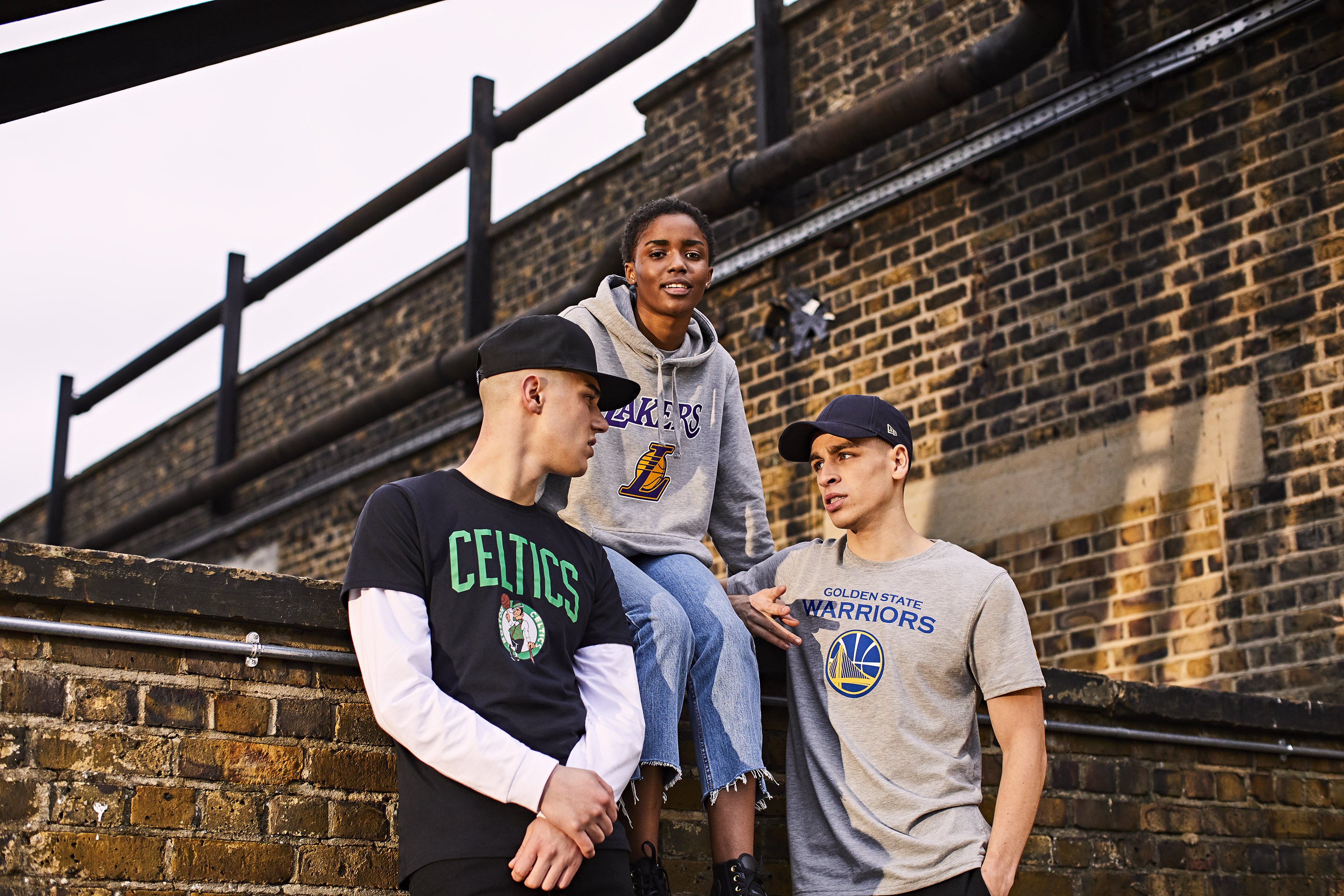 NEW ERA X NBA. BOSTON CELTICS T-SHIRT. LA LAKERS HOODY. GOLDEN STATE WARRIORS-T SHIRT
