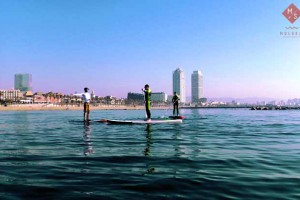 MOLOKA'I SUP CENTER en la playa de la Barceloneta